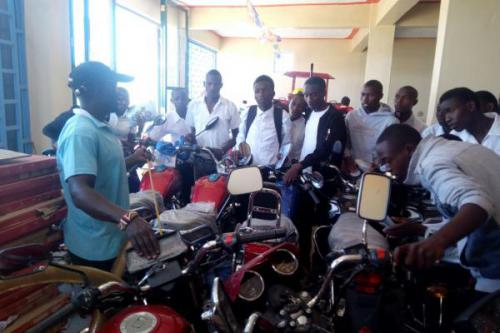 CAPYEI AUTOMOBILE STUDENTS ON FIELD EXPOSURE VISIT .